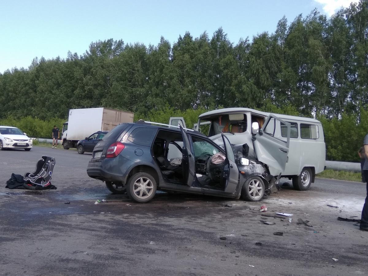 На место аварии прибыли четыре бригады скорых