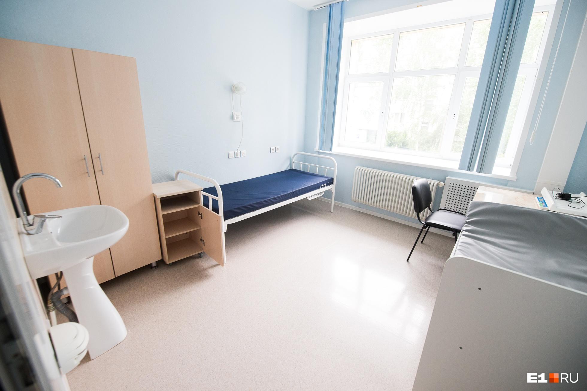 В палатах послеродового отделения живут по одной, по две и по три молодые мамы