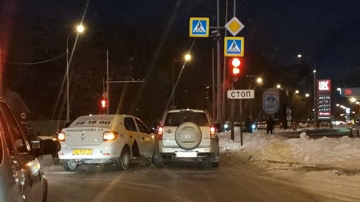 Из-за аварии на 50 лет ВЛКСМ образовалась километровая пробка