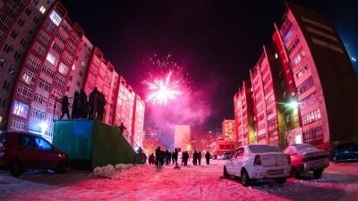 Пламенный закат и малиновый салют: три месяца зимы в Омске на 15 красивых фотографиях