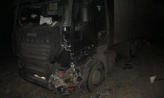 Две фуры и легковушка столкнулись на трассе в Ярославской области