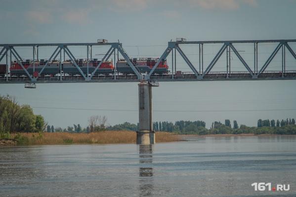 Новый мост для автомобилей построят параллельно уже существующему железнодорожному