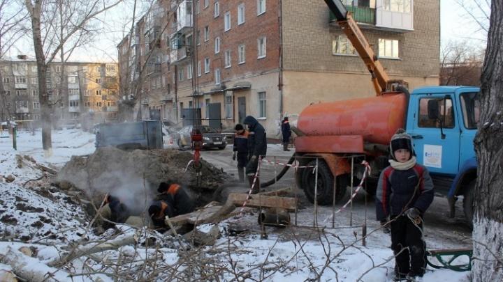 В Кировском округе Омска на день отключат холодную воду в 14 зданиях