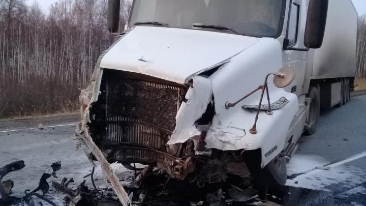 В лобовом столкновении под Новосибирском погибли три человека