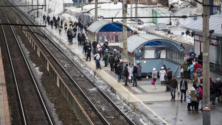 Полицейские поймали на Речном вокзале студента с кастетом на продажу