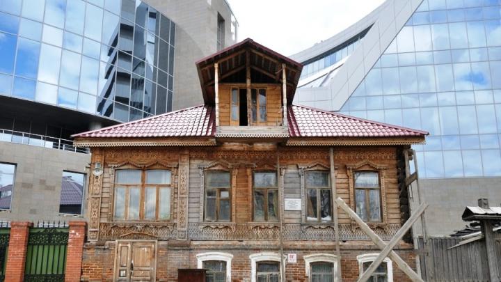Снимут охрану и отдадут РПЦ? Что будет со старинными зданиями, если в сквере построят храм