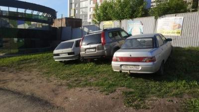 «Вы не поверите»: блогер Илья Варламов похвалил Уфу за закон о запрете парковки на газонах
