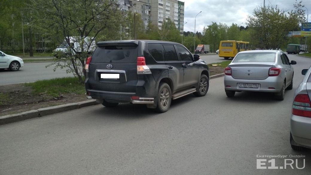 В июне 2018 года водитель Land Cruiser  заблокировал выезд из больницы Екатеринбурга . А когда ему высказали претензии — сбил медбрата. По версии водителя, ему нужно было забрать дедушку из палаты, и поэтому он наплевал на всех людей, к кому спешила скорая помощь. Уголовное дело возбуждено не было