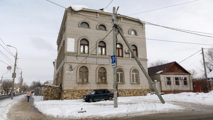 «Снос за свой счет»: 14 волгоградских семей выселяют из дома-самостроя