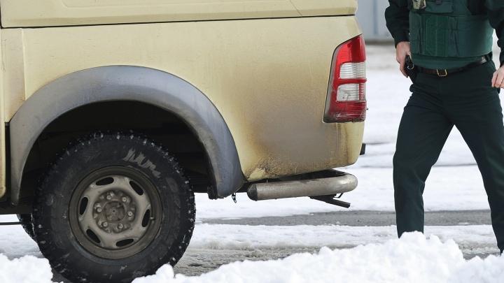 Вооружённый охранник отобрал 3,5 миллиона рублей у водителя инкассаторской машины