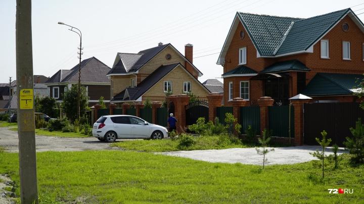 Жители Патрушева собираются судиться с чиновниками, решившими строить у их домов обход и развязку