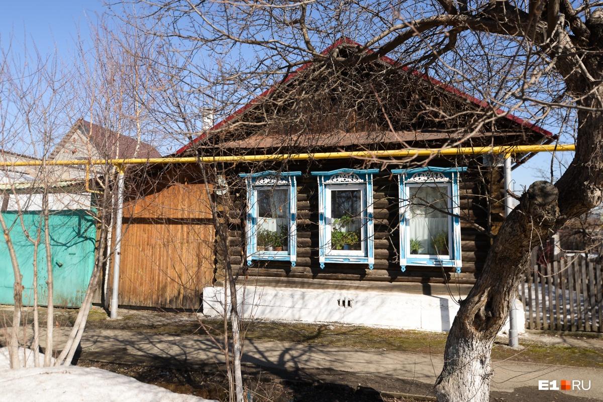 «Будем жить в палатках на площади 1905 года»: жители Цыганского поселка — о будущем сносе домов