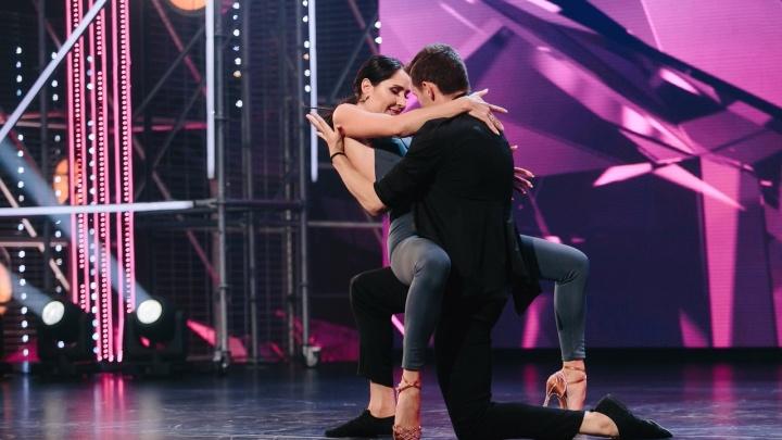 Ольга Бузова расхвалила екатеринбурженку, которая смогла выступить в «Танцах» с расстегнутой туфлей
