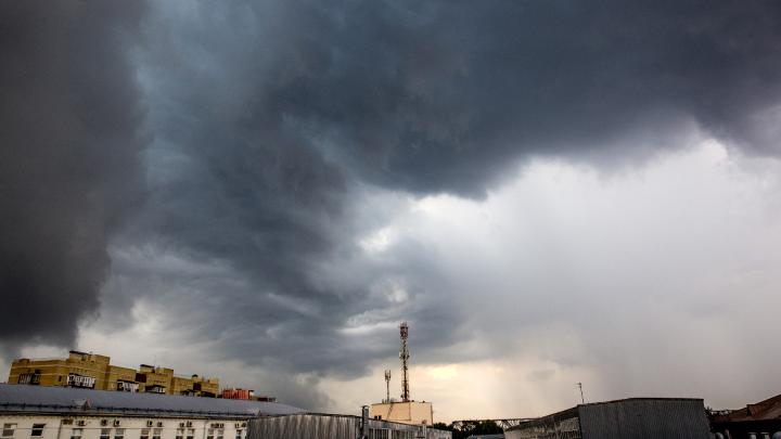 Экстренное предупреждение: на Ярославль надвигаются гроза и шквальный ветер