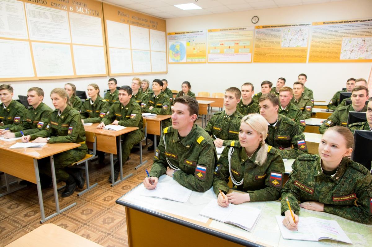 Выпускники Военного учебного центра ЮУрГУ, как и прежде, не подлежат призыву на военную службу
