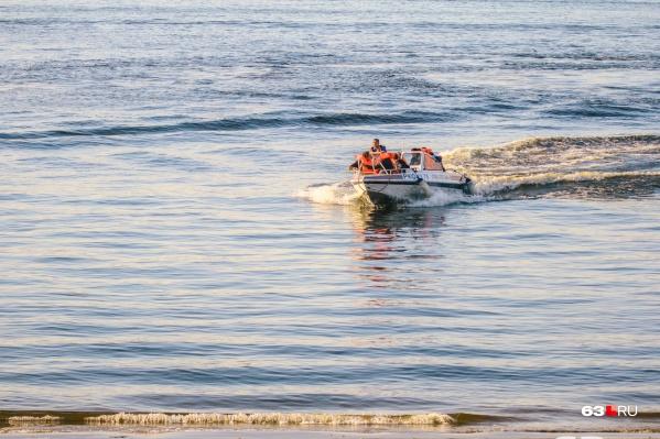 Спасатели на катере трижды выезжали на правых берег Волги
