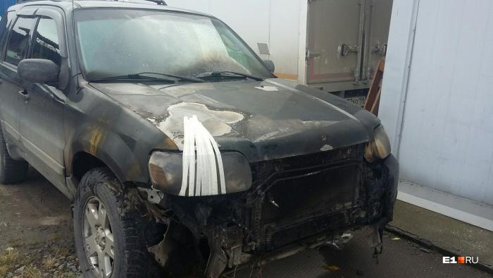 Ford успели потушить, но огонь нанес автомобилю серьезные повреждения