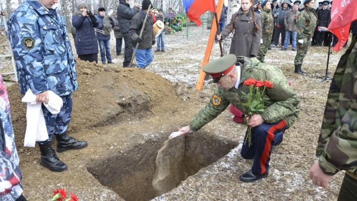 Под Ачинском похоронили останки солдата спустя 70 лет после его гибели