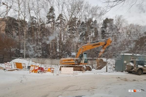 Дорогу должны были открыть 11 ноября, но она до сих пор не запущена