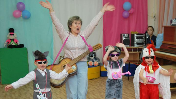Зарплаты младших воспитателей в Архангельской области подтянут до МРОТ в 2020 году