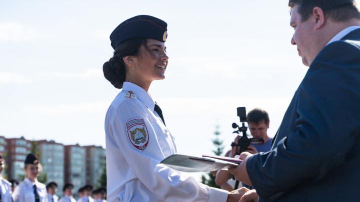 «Для девушки-полицейского внешность очень важна»: голосуем за самую красивую выпускницу академии МВД