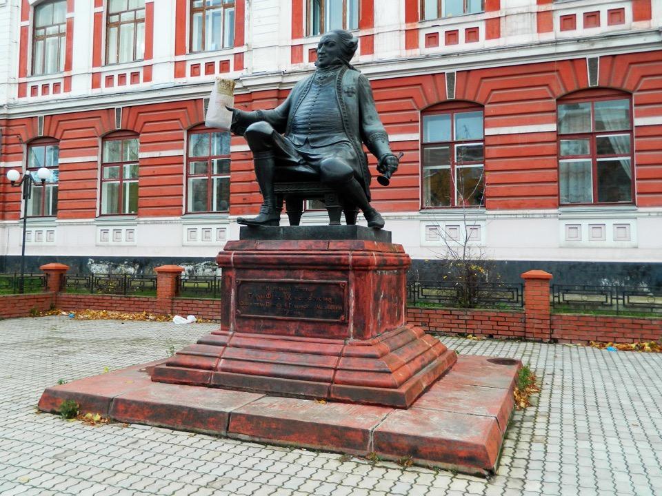 Фёдор Граль ест шаурму