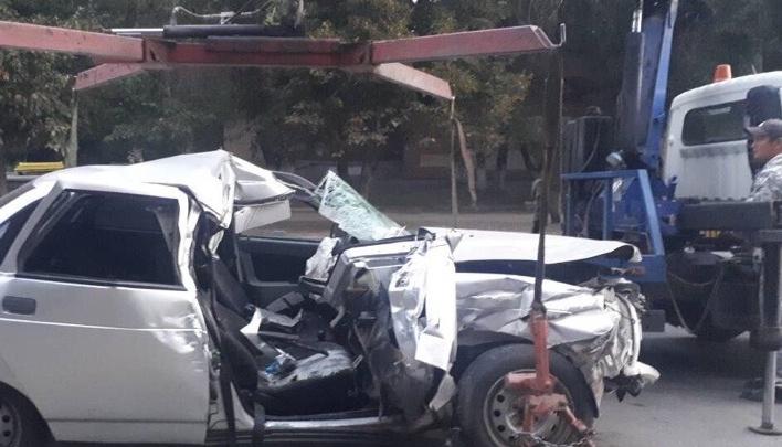 «Смял салон»: в Самаре водитель отечественной легковушки влетел в припаркованный грузовик