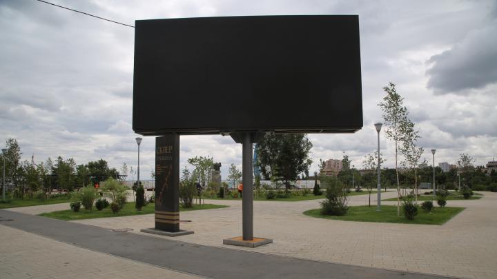 «Это красиво и здорово»: владелец гордится рекламным экраном у сквера Пушкина в центре Волгограда