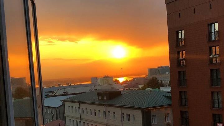 Новосибирцев восхитил красивый оранжевый закат над городом