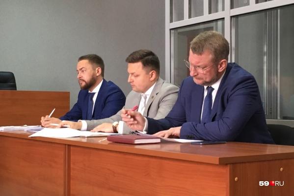 Павел Лях с адвокатами на суде