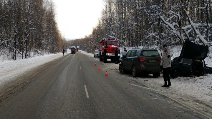 На трассе М-5 в Челябинской области в столкновении двух машин погибли мужчина и женщина