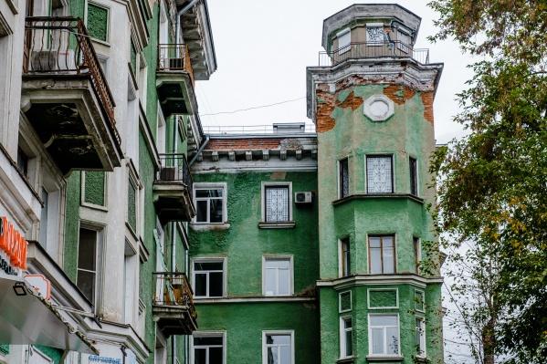 Старые пермские дома украшают башенки