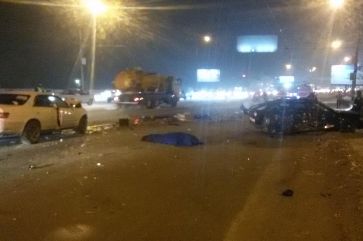 Две иномарки столкнулись наДмитровском мосту вНовосибирске: умер человек