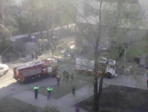 На улице Бориса Богаткова загорелась стройка