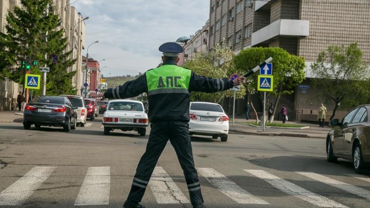 В центре и на правобережье Красноярска перекрывают движение