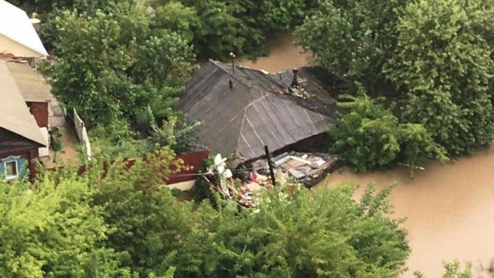 В Уфе из-за дождей людей эвакуируют из затопленных домов