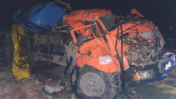 Искореженный грузовик и два сбитых пенсионера: в ДТП на дорогах Башкирии погибли три человека