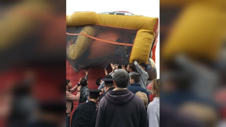 В Башкирии на сабантуе перевернулся батут: в плену оказались десятки детей