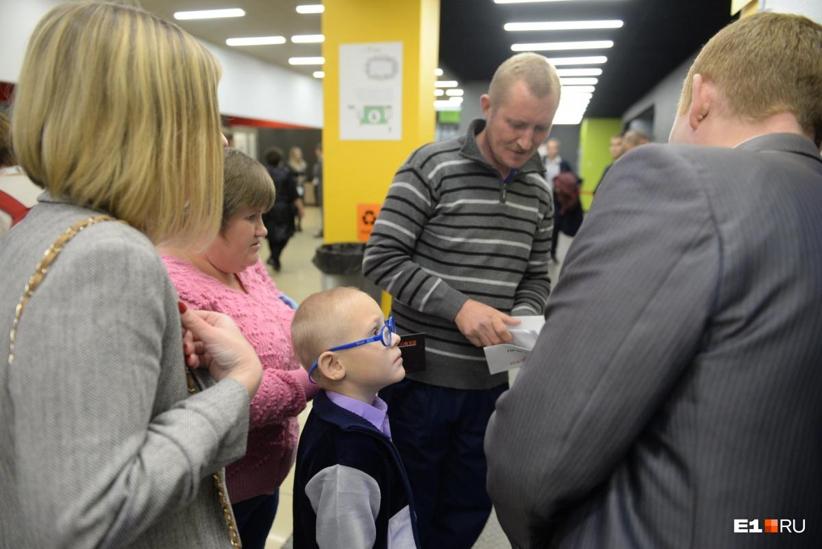 На премию вместе с родителями пришёл Дима, который в прошлом году пропал на Рефтинском водохранилище.  Его искали четыре дня