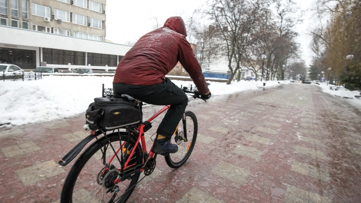 Сверху — дождь, снизу — снег: показываем, как ростовчане пережили непогоду