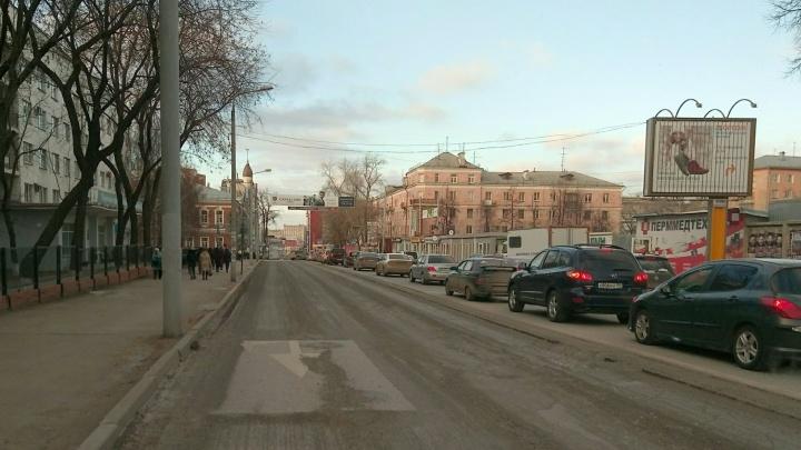 Сняли асфальт, вокруг — пробки: в Перми ограничили движение на улице Куйбышева