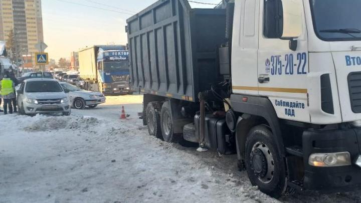 Грузовик насмерть задавил пешехода на переходе улицы Островского
