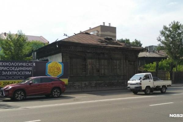 Одна из главных достопримечательностей квартала —дом Потехина, где в военные годы жил святитель Лука