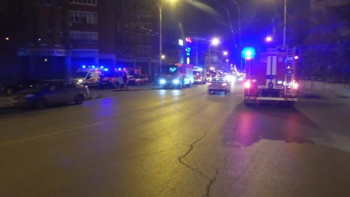 Из-за пожара в лабиринтах квест-рума на Малышева затопило перекрёсток у «Алатыря»