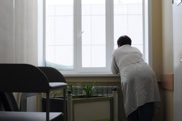 Медсёстрам придётся прожить до 20 апреля практически без денег