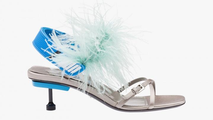 В Новосибирск привезли ультрамодные туфли с перьями и гвоздями за 65 тысяч