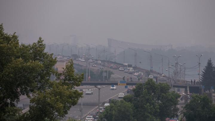 Красноярск к выходным снова заволокло едкой дымкой с запахом гари