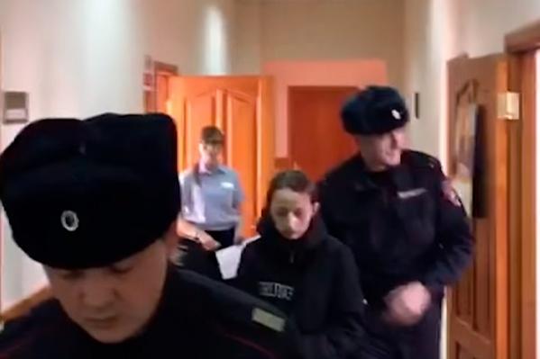 Молодая мать передвигалась сама, от камер не закрывалась