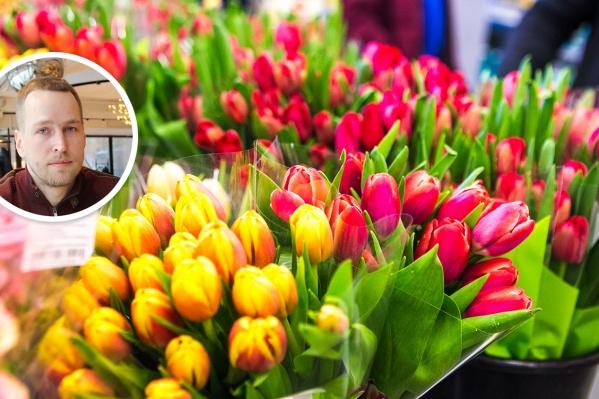 Разорившийся застройщик Роман Радченко заработал в женский день 8 Марта на торговле тюльпанами с машины