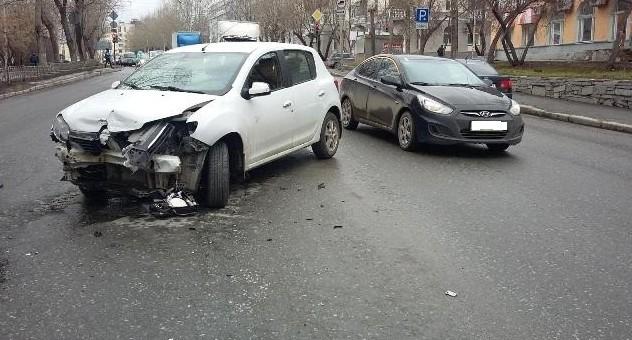 Неопытные водители стали виновниками сразу двух серьёзных ДТП в Свердловской области